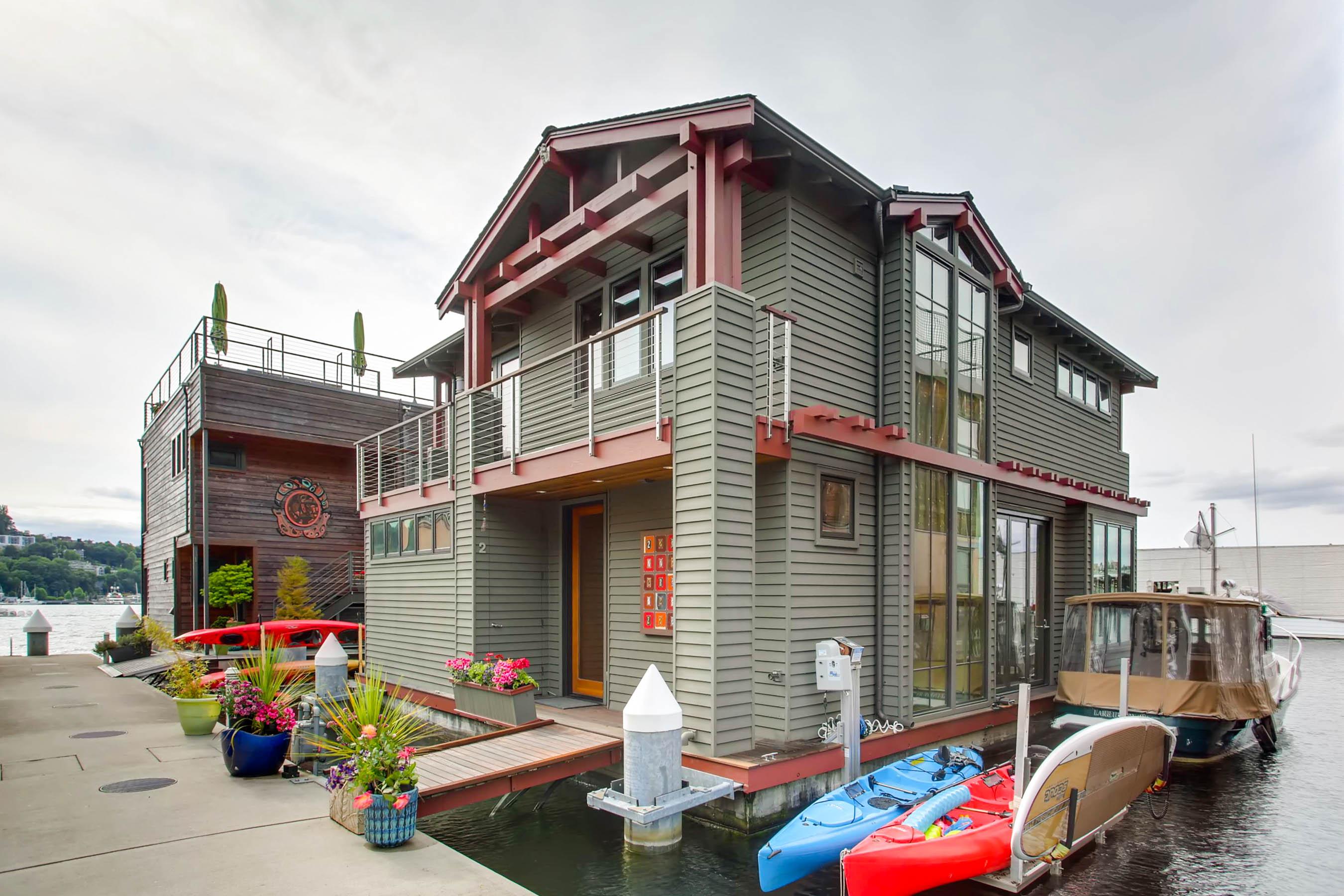upscale_craftsman_floating_homevirtuance_blog_02