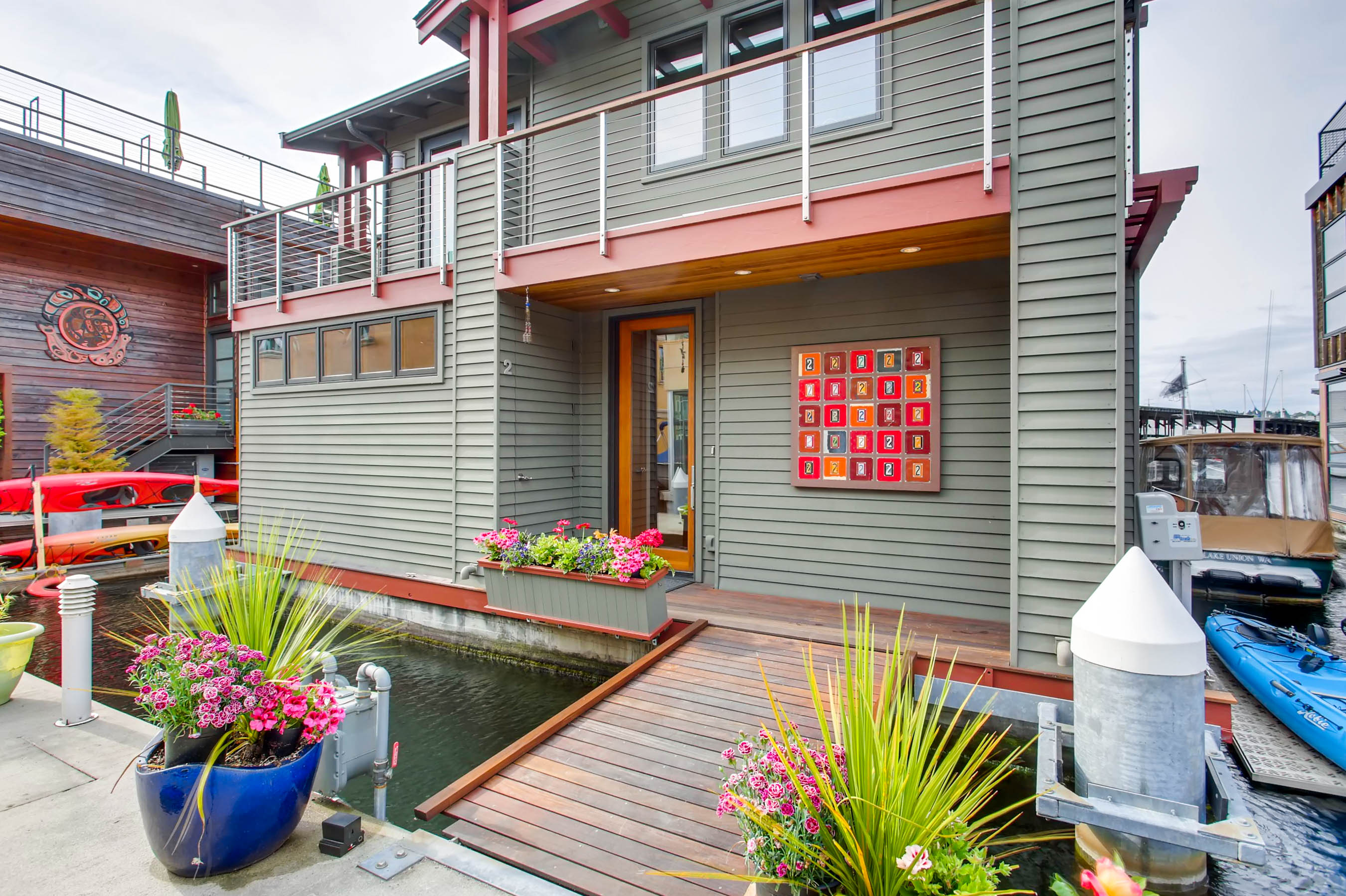 upscale_craftsman_floating_homevirtuance_blog_03